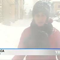 Con la borrasca Gloria, un clásico regresa a España: reporteros machacados bajo la nieve porque sí