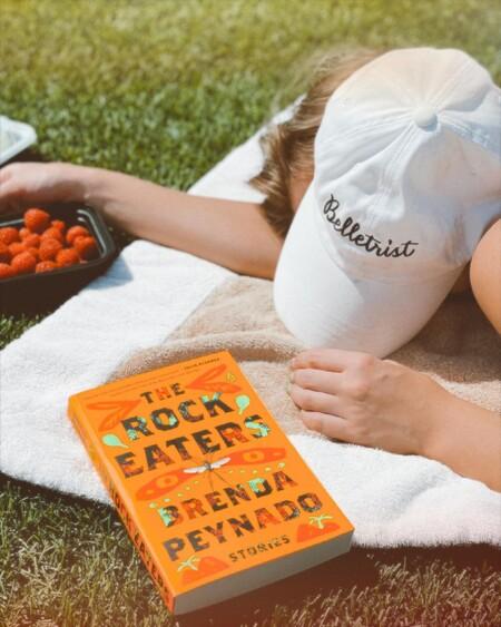 Para leer en la tumbona, con vistas a la montaña o en el avión: los libros para el verano de las editoras de Trendencias