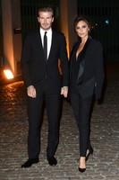 Victoria Beckham subasta sus trapitos de Spice Girl, <em>¿que yo me ponía qué?</em>