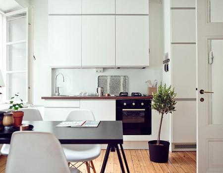 Puertas abiertas: un pequeño apartamento sueco al que no le falta un detalle