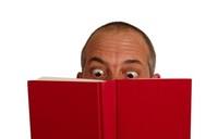 ¿Es malo para la vista leer con poca luz?