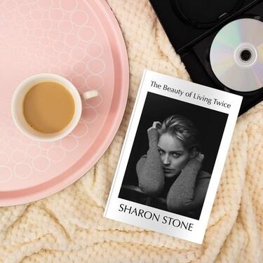Sharon Stone descubre en sus memorias cómo la engañaron para rodar sin ropa interior la escena en la que abría las piernas en 'Instinto básico'