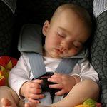 Asfixia postural: por qué los bebés no deberían estar más de una hora y media en la silla del coche