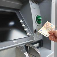Fusión de Servired, 4B y Euro 6000: así será el monopolio de los cajeros automáticos