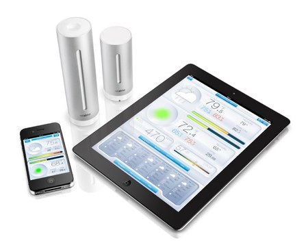 Netatmo, los dos sensores y la aplicación ejecutándose en un iPhone y un iPad