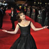 Helena Bonham Carter fiel a su estilo en el homenaje que el Festival de Cine de Londres le rinde