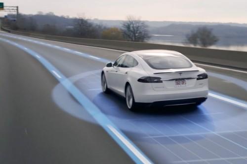 """Tesla vendió un """"coche autónomo completo"""" por 3000 dólares antes de tenerlo, la gran amenaza a la compañía"""