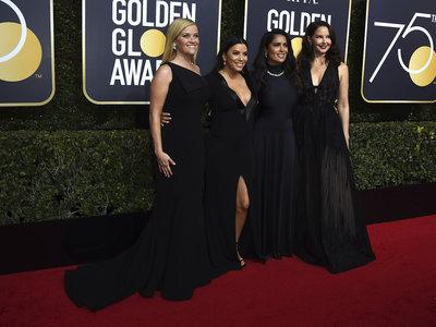 La 75 edición de los Globos de Oro se viste de negro. La alfombra roja al completo