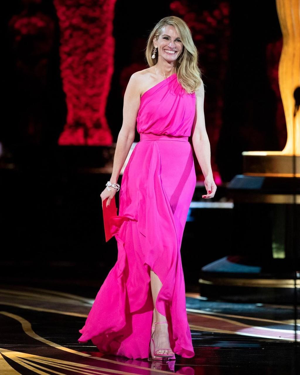 El rosa ha sido el protagonista de las Oscar 2019  15 vestidos rosa de  invitada e6520563e41