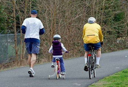 Niños en bicicleta, circulando seguros