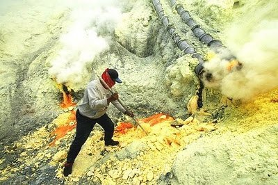 Mina de azufre en Ijen: un infierno amarillo en la Tierra