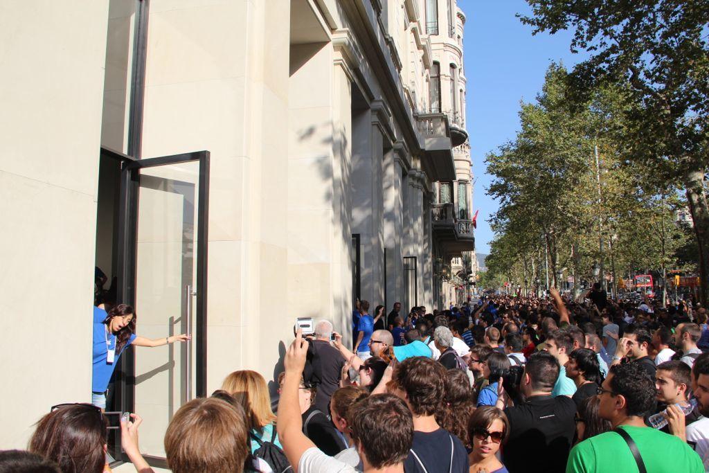 Foto de Inauguración de la Apple Store del paseo de Gracia (8/27)