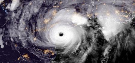 La FCC pide a Apple que active la radio FM de los iPhone durante la temporada de huracanes