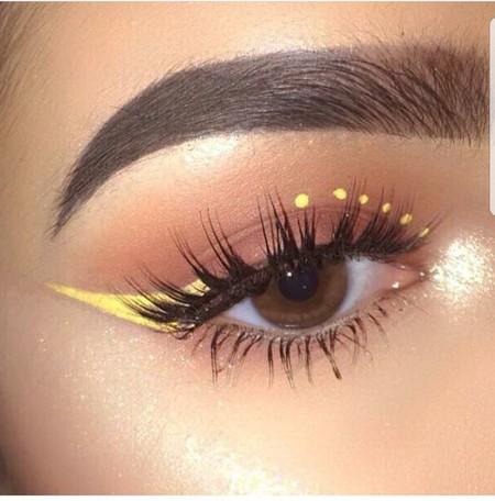 Eyeliner Amarillo 9