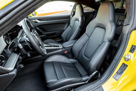 Porsche 911 992 asientos y habitáculo