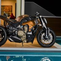 Una Ducati Streetfighter V4 tiene abierta la puerta de Borgo Panigale para 2020, según Claudio Domenicalli