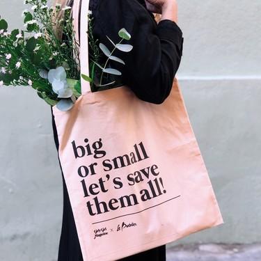 Moda con una buena causa: 27 propuestas solidarias con el cáncer de mama que puedes incluir en tu armario