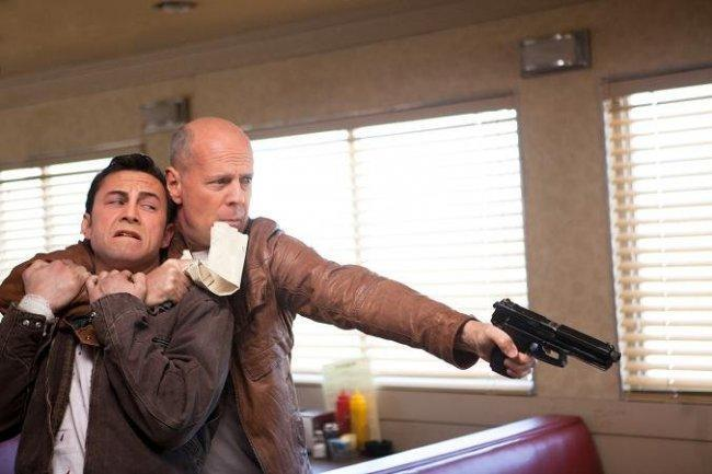 Imagen de Bruce Willis y Joseph Gordon-Levitt en 'Looper'