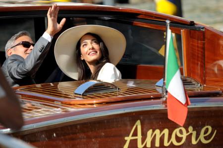 Amal Alamuddin es la novia de blanco perfecta en su boda civil con George Clooney
