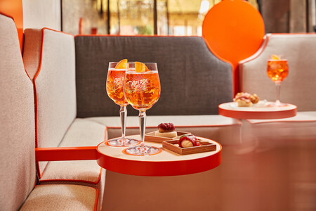 Cassina Custom Interiors decora la Terrazza Aperol de Venecia, con el color naranja como protagonista