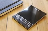 Los ingresos bajan en una BlackBerry que se agarra a los beneficios