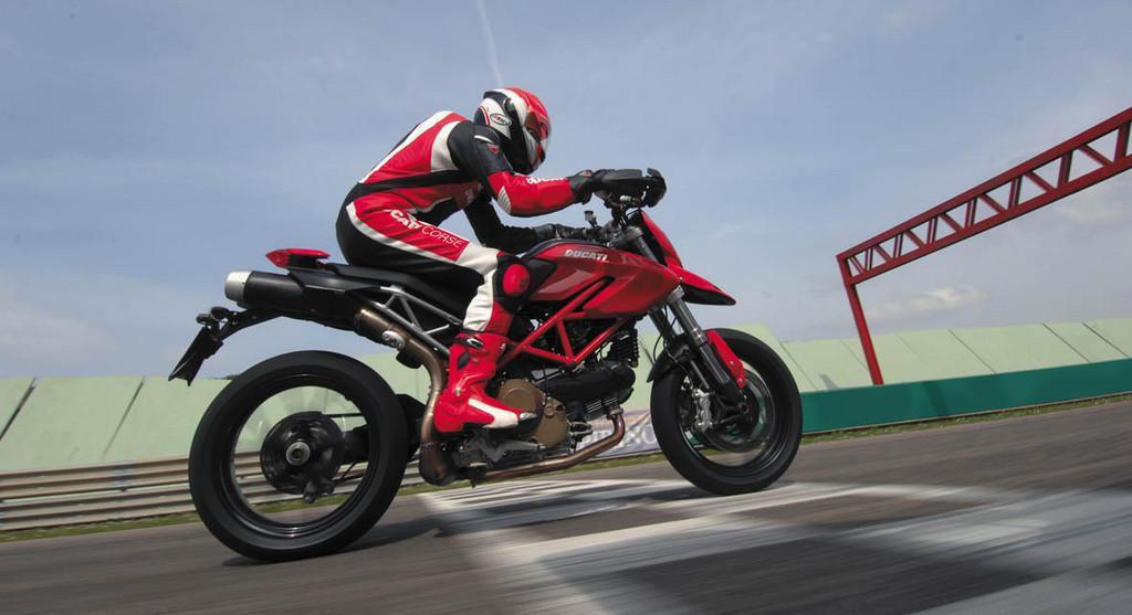 Foto de Ducati Hypermotard (22/27)