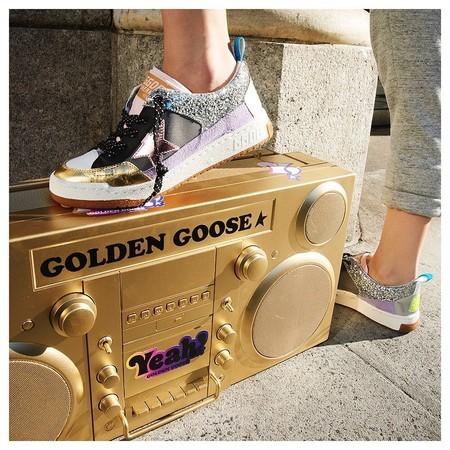 Las zapatillas Golden Goose llevarán más de una década de moda, pero ahora brillan como nunca y algunos de nuestros modelos favoritos están de rebajas
