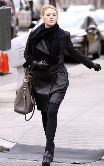 El dilema de estilo en Gossip Girl ¿abrigo o trench?