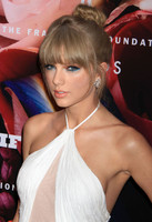 Taylor Swift, Dita Von Teese y Jessica Szohr, no se pierden la Fragrance Foundation Awards 2013