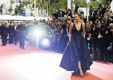 Nieves Álvarez e Irina Shayk deslumbran en la segunda alfombra roja del Festival de Cannes 2018