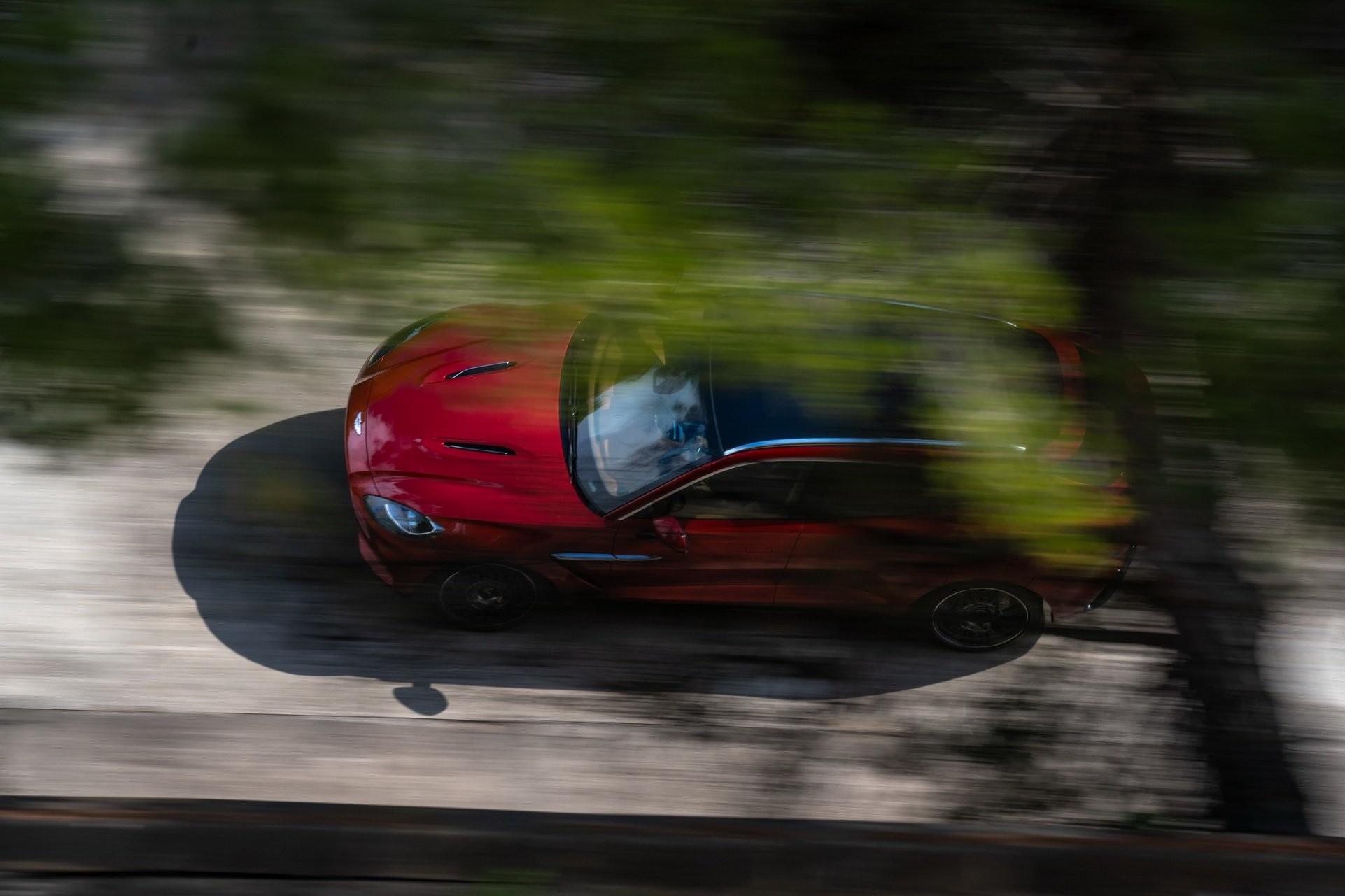Foto de Aston Martin DBX (23/36)