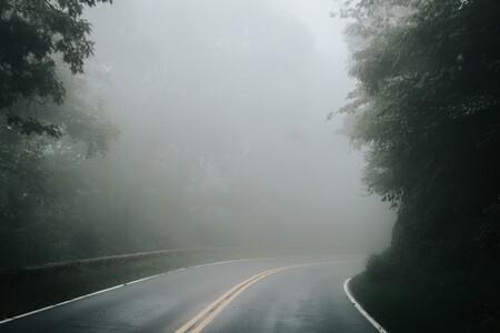 De balizas con láser a aspersores que eliminan la niebla: los proyectos del Gobierno para mejorar la visibilidad en carretera