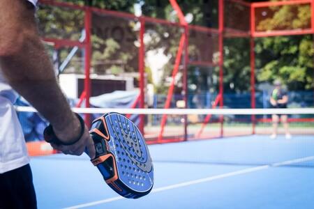 19 prendas de ropa y accesorios para jugar a pádel que puedes encontrar en Decathlon