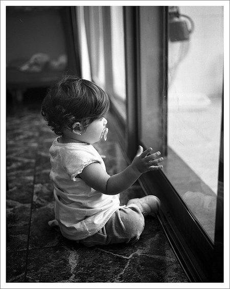 La foto de tu bebé: Lucía en la ventana