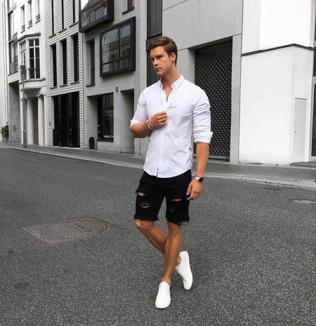 El Mejor Street Style De La Semana Blanco Y Negro Combinacion Triunfante 2020 Trendencias Hombre 07