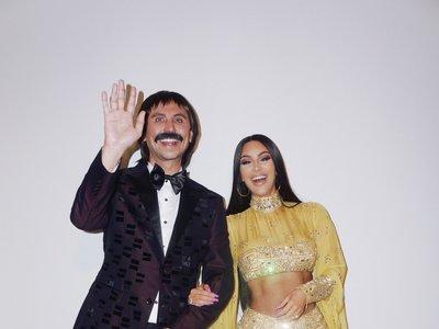 Por cosas así Kim Kardashian nos cae hasta bien: su disfraz para Halloween (de Cher en los 70) lo ha bordado