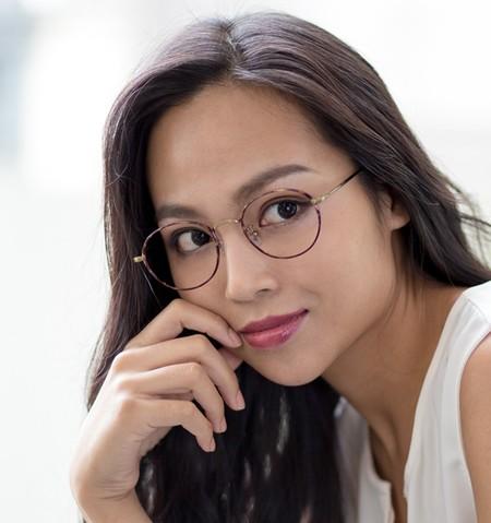 Glassesban: así protestan las mujeres japonesas contra las empresas que no permiten que sus empleadas lleven gafas