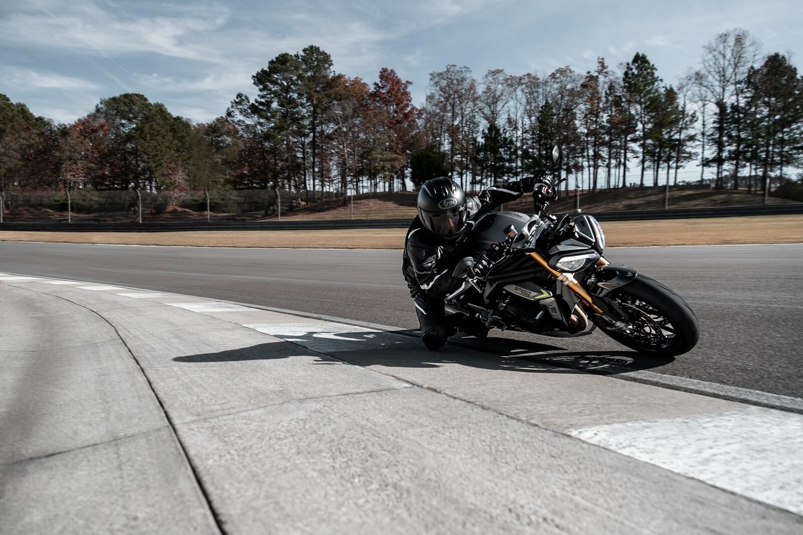Foto de Triumph Speed Triple 1200 RS 2021 (22/71)