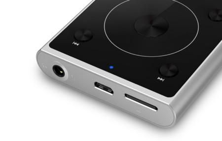 Fiiox1ii, detalle de la rueda y de la salida de auriculares, conector de carga USB y de tarjeta
