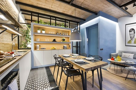 El azul del mediterráneo es el hilo conductor de este apartamento de 40 m2 en la Barceloneta