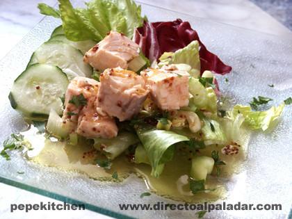 Receta de ensalada de salmón con salsa de mostaza