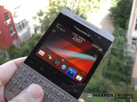 Foto de BlackBerry Bold 9980 Knight, nueva serie limitada de BlackBerry de gama alta (21/39)