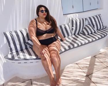 Una conocida blogger XL posa para Vogue... y recibe tantos comentarios ofensivos que se derrumba en un vídeo desgarrador