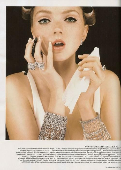 Foto de Lily Cole - Vogue UK, december 2007 (1/6)