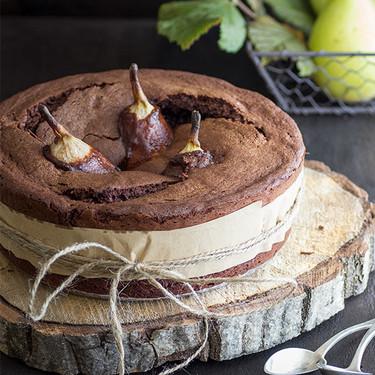 Pastel de chocolate fundido con peras. Receta