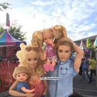 Barbie convertida en una mamá millennial en su cuenta de Instagram