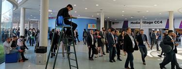 Yo trabajo de 'gestor de multitudes' en el MWC: un pasillo, un megáfono y miles de personas pasando por delante