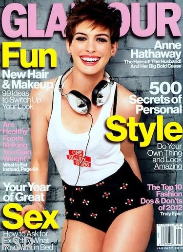 Anne Hathaway para la revista Glamour: nena, pero qué bien te sienta el pelo corto...