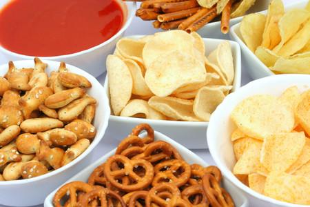 Los peores snacks para comer entre horas y siete alternativas para no descuidar tu dieta