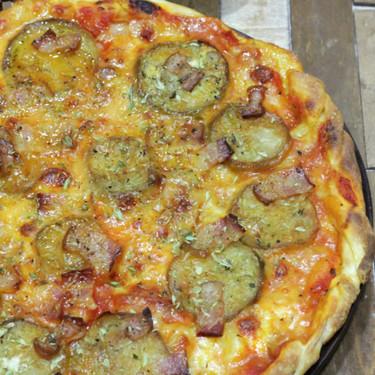 Pizza de berenjena y bacon, una receta para compartir